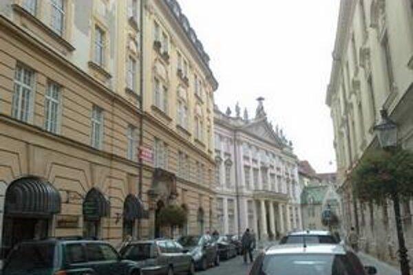 Jeden z mestských bytov skončil aj vo vlastníctve dnes už bývalého primátora Andreja Ďurkovského, vtedajšieho starostu Starého Mesta.