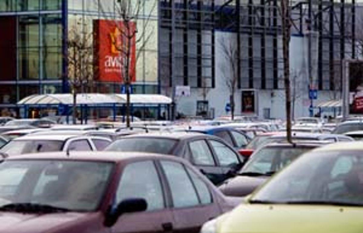 c2a48ebd0e Rozľahlé parkoviská medzi budovami Avion Shopping Park a Ikea sa zdali plné  už o tretej poobede