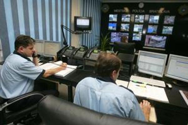 Centrálny operačný systém, s ktorým sú spojené všetky kamery, je na Gunduličovej ulici, kde sídli mestská polícia.