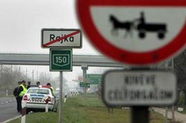 Do maďarskej obce Rajka, kde žije viac Slovákov ako v Čunove, by mala premávať nová autobusová linka. Má mať číslo 801 a jazdiť začne asi od septembra.