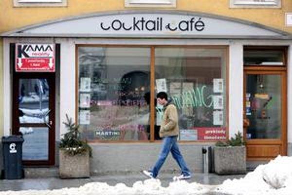 Hoci nový zákon o ochrane nefajčiarov ešte prezident nepodpísal, v Bratislave sa už niektoré podniky zmenili na nefajčiarske.