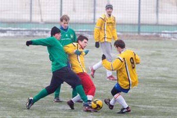 V Zimnom turnaji BFZ seniorov sa hrá v nedeľu finálový súboj medzi Bernolákovom a Dunajskou Lužnou. Záber je zo stretnutia Jarovce - Malinovo 2:3.