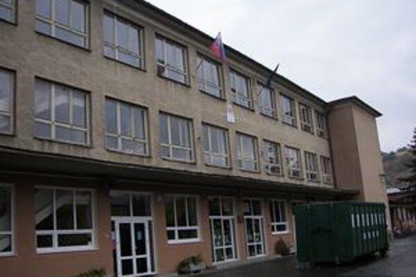 V meste obnovujú obe školy.