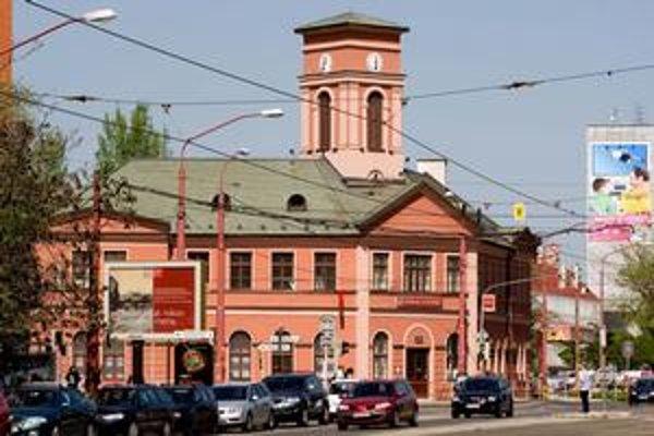 Mestská časť odkúpi budovu Prvej konskej železnice. Nové Mesto má rokovať aj o výmene priľahlého pozemku so železnicami, na ktorom má byť parkovisko.
