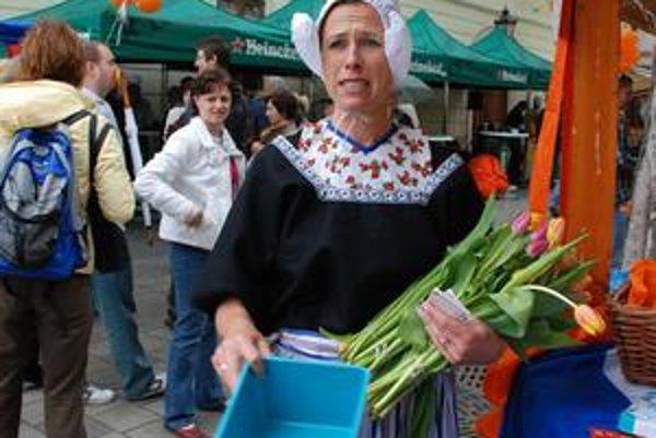 Dámy v krojoch, typické dreváky a tulipány zdobili v sobotu Františkánske námestie. Začal sa festival holandskej kultúry.