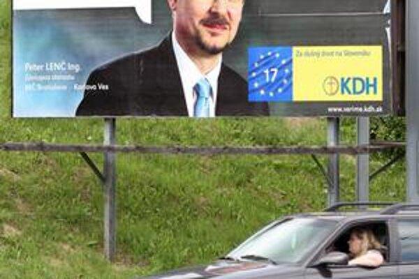 Peter Lenč, ktorý kandiduje do europarlamentu, je zástupca karloveskej starostky.