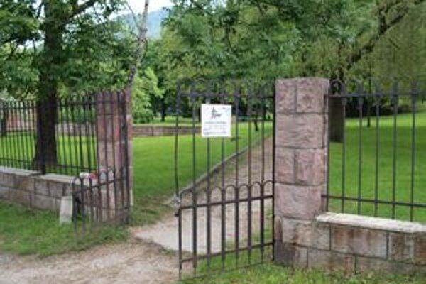 Zechenterova záhrada je kultúrnou pamiatkou. Detské ihrisko v nej musia odobriť pamiatkari.