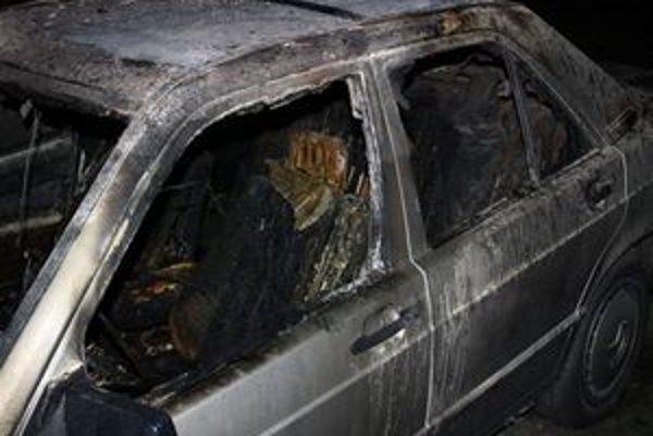 Oheň spôsobil na aute škodu 3-tisíc eur.