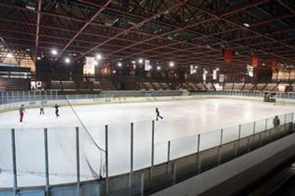 Hokejisti Slovanu sa dohodli s Ružinovom, že sa presunú na štadión V. Dzurillu. Majú sa tamstriedať aj s miestnym hokejovým klubom, korčuliarmi a verejnosťou.