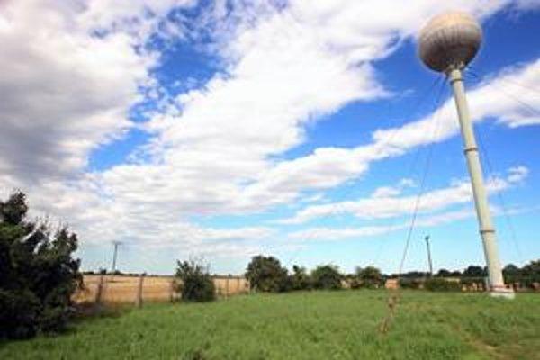 Obytná zóna Mladé Čunovo má vyrásť na okraji mestskej časti. Časť domov má stáť na poľnohospodárskej pôde. Očakáva sa prílev asi päťsto nových obyvateľov. Zásobáreň pitnej vody sa má pre výstavbu posúvať.