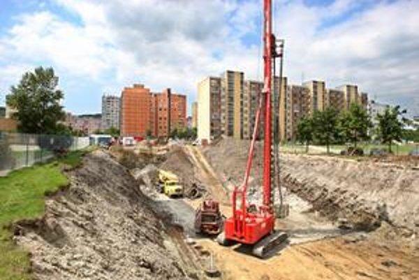 Stavba bytového domu Karpatia pokračuje.
