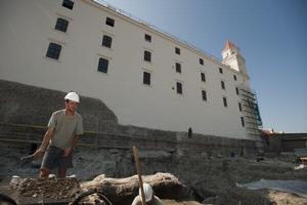 Archeologický výskum na Bratislavskom hrade sa začal na jar minulý rok. Prebieha súčasne s obnovou  kultúrnej pamiatky.