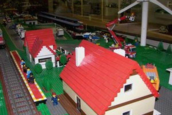 Najväčšou atrakciou výstavy je sedemdesiat metrov dlhá železničná trať.