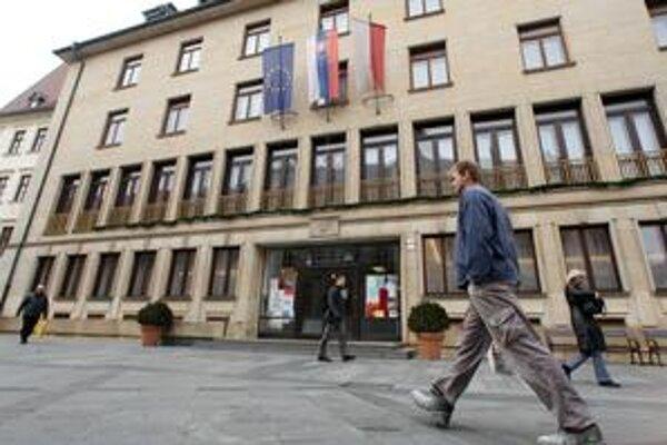 Bloger, ktorý chcel márne vidieť zápisnicu z rokovania bratislavskej mestskej rady, uspel až na súde. Mesto tvrdí, že je transparentné.
