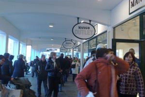 Jeden z najpopulárnejších butikov v Parndorfe bol aj dnes, prvý víkend po novom roku, plný.