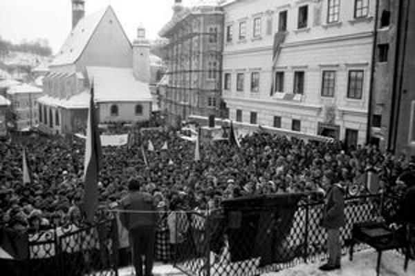 November 89 priviedol na Námestie svätej Trojice stovky Štiavničanov.