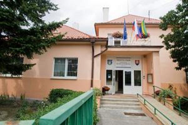 Miestny úrad Dúbravka.
