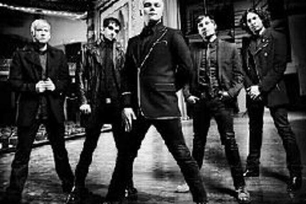 Rocková jeseň patrí My Chemical RomanceKapela My Chemical Romance na seba strhla pozornosť už pred niekoľkými rokmi pri vydaní debutového albumu s vyzývavým názvom I Brought You My Bullets, You Brought Me Your Love. Zaujalo predovšetkým surovým intenzív