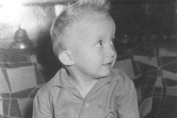 Černajov profil dopĺňajú aj fotografie z detstva.