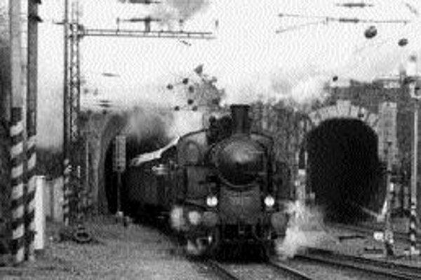 Detský parovlak povezie aj MikulášaParovlak absolvuje v sobotu 8. decembra už tradičnú jazdu po bratislavských železničných spojkách, tentoraz aj s Mikulášom, čertom a anjelom. Na každého malého návštevníka čaká sladké prekvapenie. Parovlak pozostáva z h