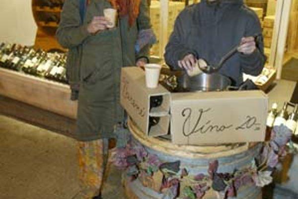 Varené víno sa dá robiť aj z kvalitných odrôd. Príkladom je jedna z bratislavských vinoték, kde ponúkajú nápoj zo šesťročného čilského savignonu.