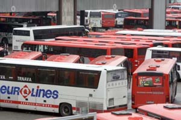 Dopravca Slovak Lines, predtým SAD Bratislava, má odvlani nielen nový názov, ale aj červené autobusy. Teraz sa zvyšuje aj cestovné v nich.