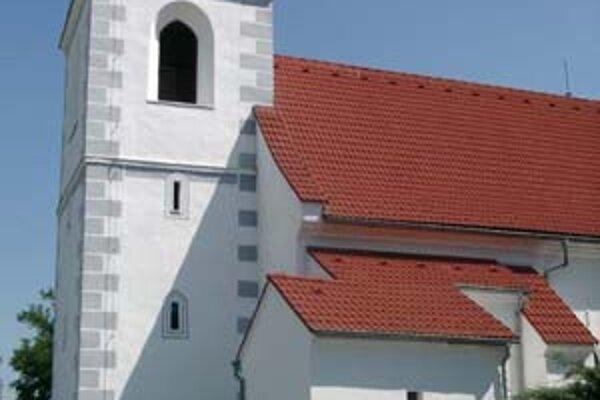 Kostol v Devínskej Novej Vsi, zostalo okolo neho ochranné pásmo.