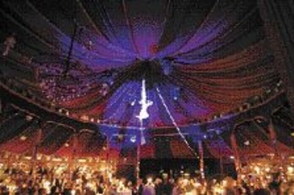 Palazzo - nezvyčajná šou v cirkusovom šapitó spojená s gurmánskymi špecialitami.