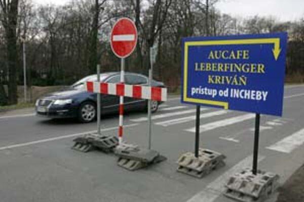 Obmedzenie na Viedenskej ceste zatiaľ zrušili, stavebníkom chýbalo povolenie od magistrátu.