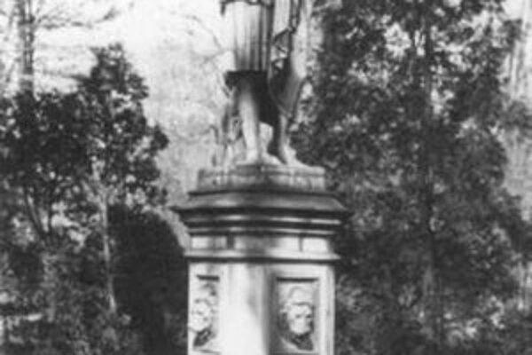 """J. Hofer: Bratislavská """"blchárka"""", okolo 1925."""