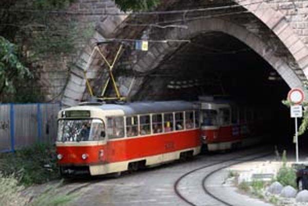 Električkový tunel pod Hradom sa má prerábať tento rok. Rekonštrukcia, ktorá bude riešiť priesaky aj opravu koľajovej trate, by mala stáť okolo 189 miliónov bez DPH