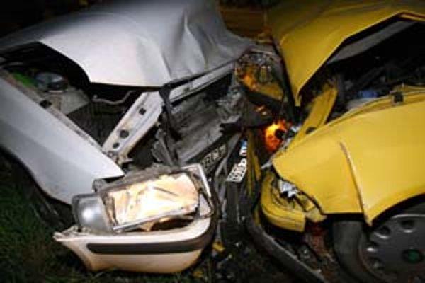 Vodiči porušujú predpisy rýchlou agresívnou jazdou, arogantným spôsobom jazdy po krajnici, vo vyhradenom jazdnom pruhu. Často nevyhadzujú smerovky pri zmene smeru jazdy a ignorujú červenú. Policajti v tomto roku zadokumentovali už vyše tritisíc nehôd, zom