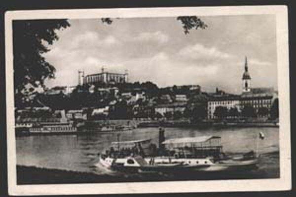 Hrad a nábrežie po roku 1946.