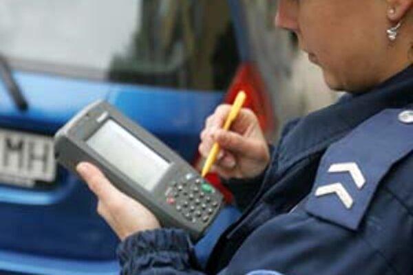 Polícia bude špeciálnymi prístrojmi kontrolovať, či vodič zaplatil.
