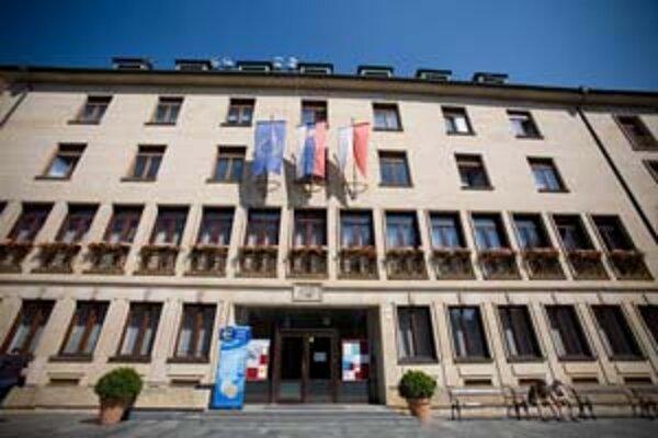 V Bratislave má práva a povinnosti obce len mesto, chcú ich aj mestské časti.
