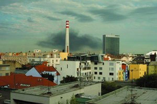 Dym z požiaru bolo vidno aj