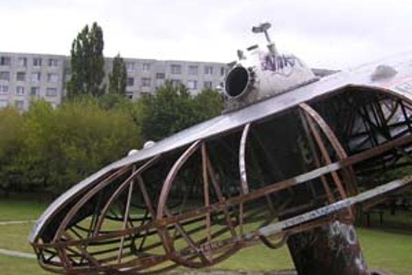 Ufo na Medzijarkoch patrí aj k symbolom netradičného knižného sprievodcu Bratislavou – BA! Od ufa k ufu.