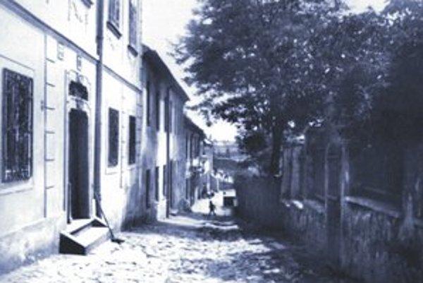 Floriánska ulica, v pozadí domy Vydrice, rok 1955.