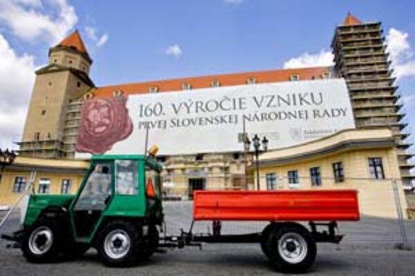 Hrad je podľa architektov taký dôležitý pre Slovensko, že jeho obnova a možná zmenená podoba si vyžadujú širšiu debatu odborníkov i verejnosti.