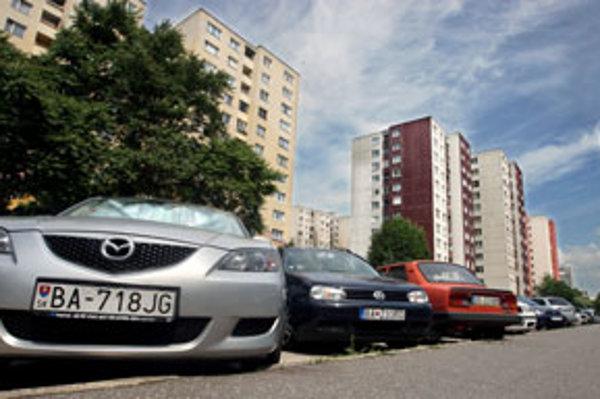 Vrakuňa vyskúša riešiť problém s parkovaním systémom poschodových oceľových skeletov.