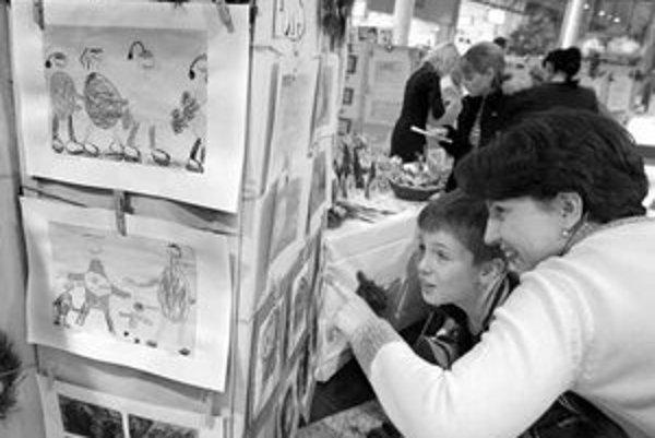 Výstava výtvarných prác detí z Materskej školy na Iľjušinovej má upozorniť na to, že autisti čo najskôr potrebujú špeciálnu výchovu a vzdelávanie.