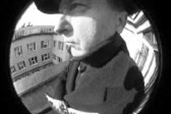 Tri filmy režiséra Jana NěmcaČeský režisér novej vlny Jan Němec, autor legendárnych filmov 60. rokov ako Démanty noci či O slavnosti a hostech, vďaka ktorým musel opustiť republiku, sa v 90. rokoch vrátil domov z emigrácie, aby nadviazal na filmy zlatej