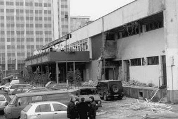 Pri výbuchu v nákupnom centre Jadran sa v roku 2004 zranil podnikateľ Ivo R. aj jeho ochranka.