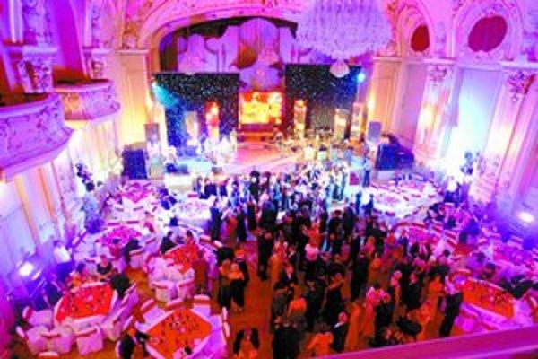 Plesy v Redute majú dlhoročnú tradíciu. Pred troma rokmi sa sem presunul aj reprezentačný Ples denníka SME (na snímke minuloročný 14. ples SME).