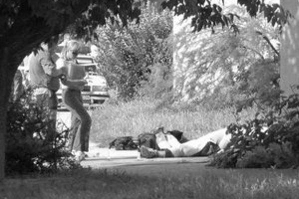 Petržalčanov v júli minulého roka vystrašila vražda 43-ročného Jozefa T. na Markovej ulici. Vrah vystrelil dvakrát, obeť zasiahol do hlavy a ušiel. Polícia po ňom pátra.