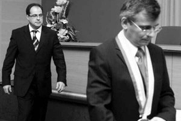 Predsedovia poslaneckých klubov SKDÚ, KDH a Smer sa stretli s novým starostom Slavomírom Drozdom (Smer). Mali sa dohodnúť na obsadení funkcií.
