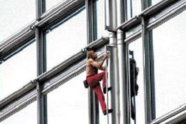 Hosť festivalu Francúz Alain Robert vyliezol vyše 70 mrakodrapov a výškových budov, vrátane Petronasovej veže v Malajzii, Eiffelovej veže, mosta Harbour v Sydney či hladkej sklenenej steny veže Sears v Chicagu. Alain začal výškovo liezť ako dieťa. Veľmi