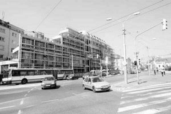 Stavba Astorie Palace finišuje. Spôsobila v centre mesta viacero obmedzení pre chodcov aj dopravu.