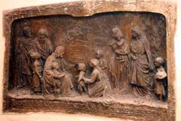 Objavený reliéf Roberta Kühmayera. V Bratislave je jeho najznámejším dielom Kačacia fontána, v Piešťanoch socha barlolámača.