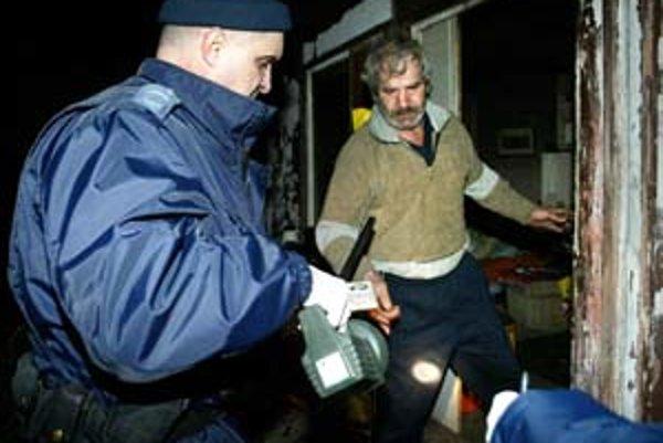 Ani policajná razia na bezdomovcov v záhradkárskej kolónii Krčace nepomohla. Po čase sa vrátili späť.